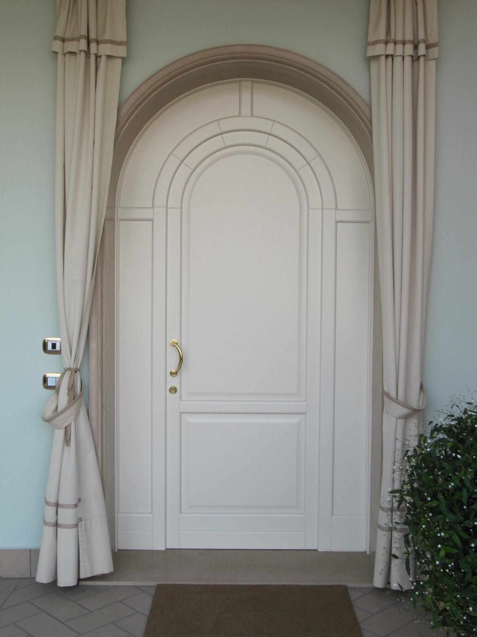 Falegnameria Pirondini - Porte d'ingresso in legno